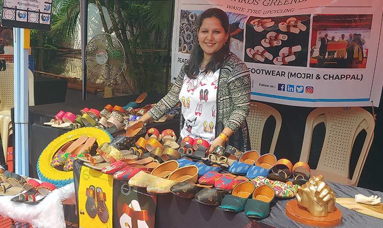 Joven ha vendido 1.000 pares de zapatos reciclando más de 400 kg de  neumáticos -